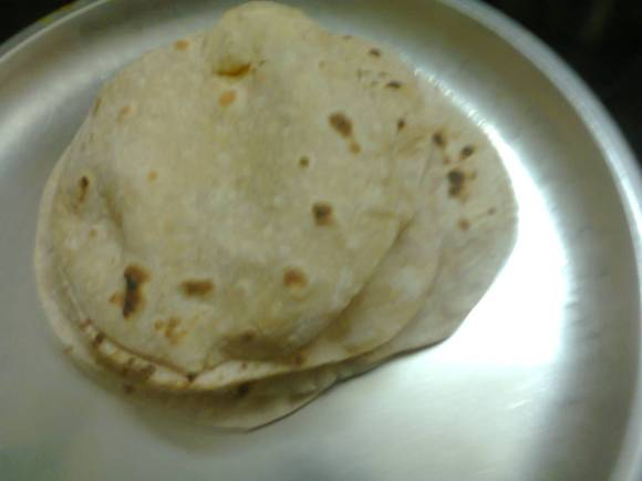 The rotis after final swelling are ready to be served with a side dish.